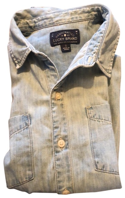 Preload https://img-static.tradesy.com/item/25345372/lucky-brand-chambray-button-down-top-size-4-s-0-1-650-650.jpg