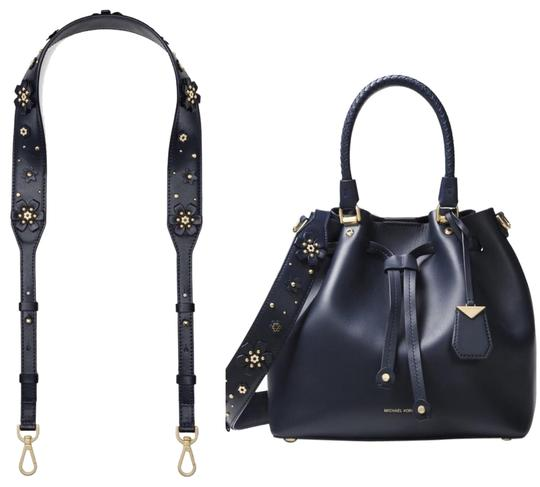 Preload https://img-static.tradesy.com/item/25345568/michael-kors-blacknavy-floral-leather-strap-belt-0-2-540-540.jpg