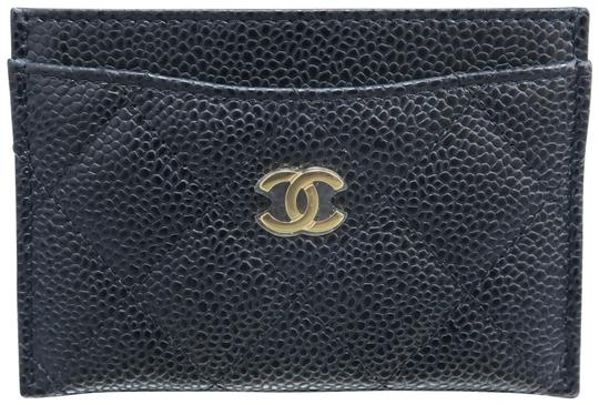 Preload https://img-static.tradesy.com/item/25346927/chanel-black-caviar-quilted-o-card-holder-wallet-0-1-540-540.jpg