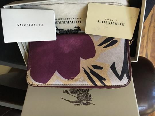 Burberry Burberry Limited Bloomsbury Rain or Shine Floral Wallet Image 10
