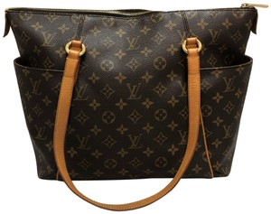 52933c9f40d1 Louis Vuitton Totally MM Totes - Up to 70% off at Tradesy
