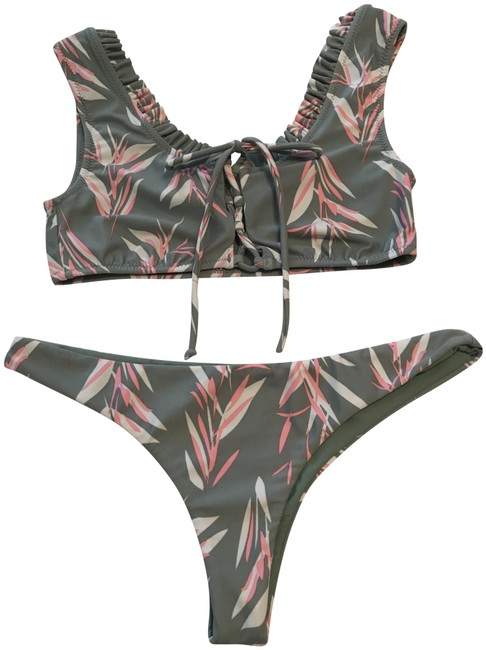 Preload https://img-static.tradesy.com/item/25349897/amuse-society-sage-white-and-pink-tropical-bikini-set-size-4-s-0-1-650-650.jpg