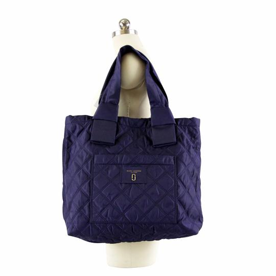 Preload https://img-static.tradesy.com/item/25350290/marc-jacobs-large-knot-quilted-midnight-blue-nylon-tote-0-0-540-540.jpg