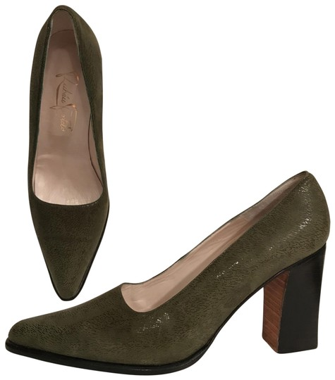 Preload https://img-static.tradesy.com/item/25350344/green-new-shimmery-suede-pointed-toe-pumps-size-us-8-regular-m-b-0-1-540-540.jpg