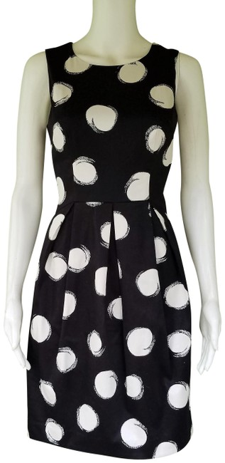 Preload https://img-static.tradesy.com/item/25350645/muse-black-white-cut-out-stretch-cotton-mid-length-short-casual-dress-size-4-s-0-1-650-650.jpg