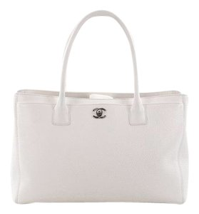 de0f4e54f1f Chanel Cerf Totes - Up to 70% off at Tradesy (Page 2)