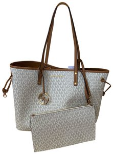 7acc01548831 Michael Kors Jet Set Travel Totes - Up to 80% off at Tradesy