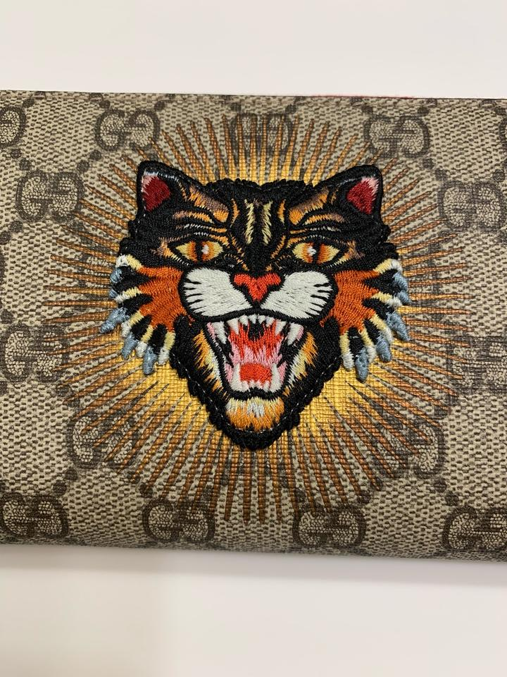 cbd6d8a78286ef Gucci GG Supreme Canvas Embroidered Angry Cat Theme Wallet Clutch Image 11.  123456789101112