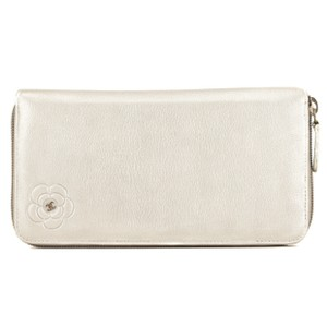 b36bfeb96dee Chanel Camellia Wallets - Up to 70% off at Tradesy (Page 2)