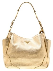156eb22793ee Gold Leather Prada Bags - 70% - 90% off at Tradesy