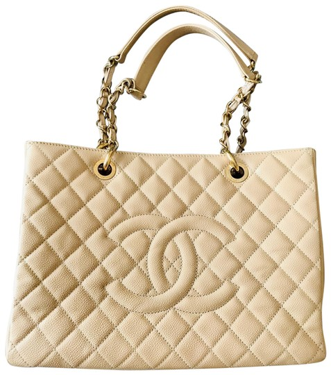 Preload https://img-static.tradesy.com/item/25358778/chanel-shopping-tote-grand-gst-clair-beige-caviar-leather-tote-0-1-540-540.jpg