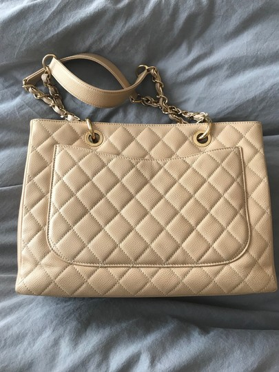 Chanel Tote in Beige Image 2