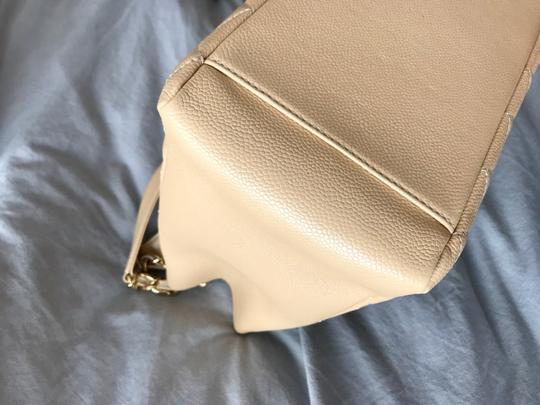 Chanel Tote in Beige Image 5