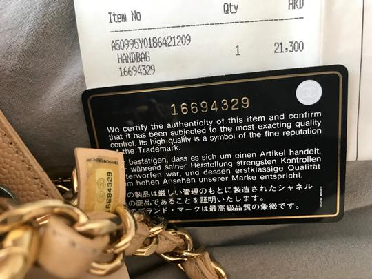 Chanel Tote in Beige Image 9