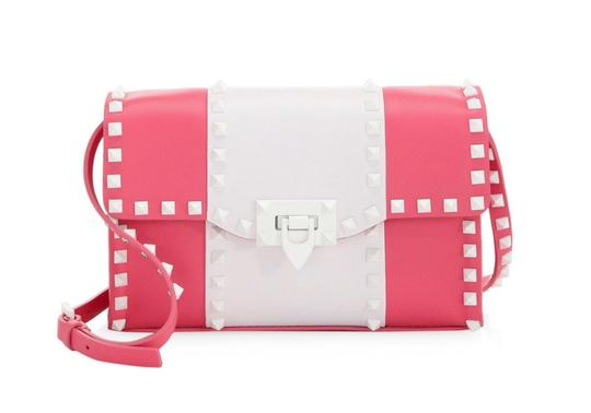 Preload https://img-static.tradesy.com/item/25361969/valentino-free-rockstud-pinkwhite-leather-shoulder-bag-0-3-540-540.jpg