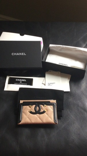 Chanel Grained Calfskin, Calfskin & Gold-Tone Metal card case Image 1
