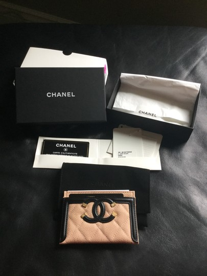 Chanel Grained Calfskin, Calfskin & Gold-Tone Metal card case Image 2