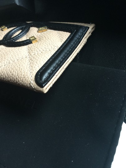 Chanel Grained Calfskin, Calfskin & Gold-Tone Metal card case Image 4