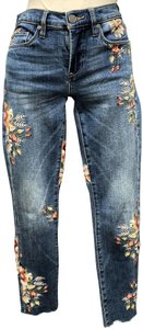BlankNYC 96% Cotton 3% Polyester 1% Spandex Cropped Length Skinny Jeans-Medium Wash