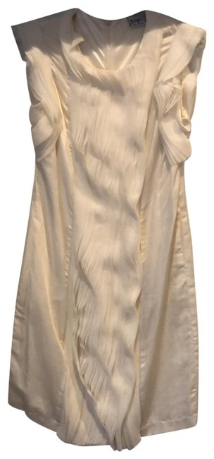 Item - White Euro/6 Us Mid-length Cocktail Dress Size 6 (S)