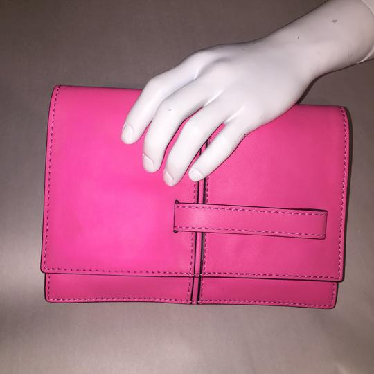 Valentino Rockstud Hands Up Scream Louder Ladies I Cant Hear You Hold On To Your Seat hot pink Clutch Image 3