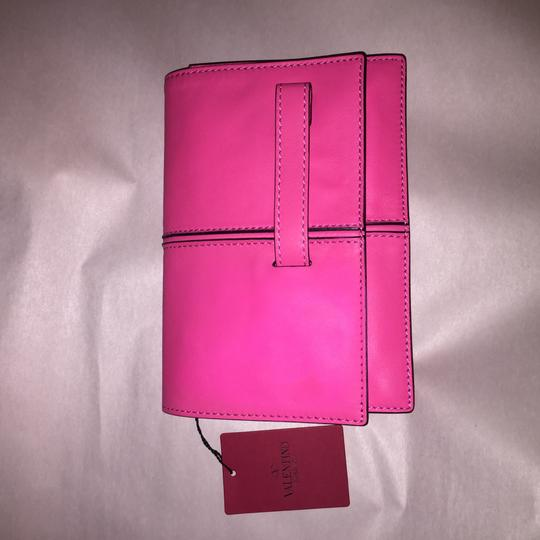 Valentino Rockstud Hands Up Scream Louder Ladies I Cant Hear You Hold On To Your Seat hot pink Clutch Image 8