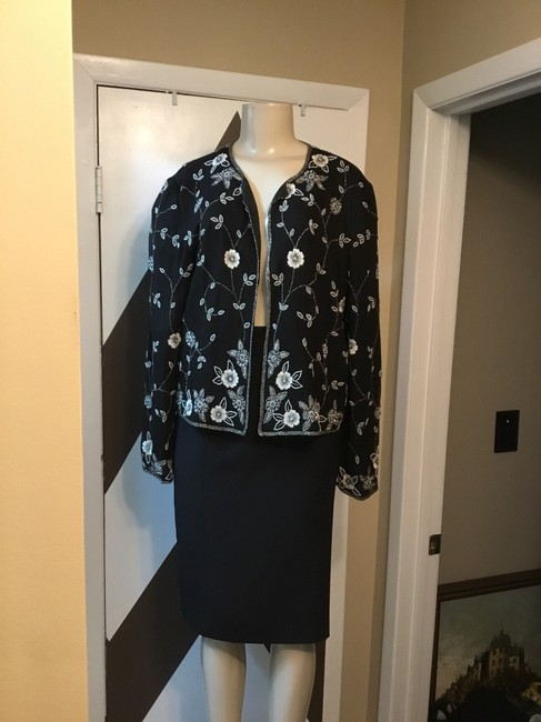 Adrianna Papell NWOT ADRIANNA PAPELL BOUTIQUE evening set. Mother of the bride, church, evening occasions, wedding? You can go wrong with this amazing 100% silk ornate top and gorgeous skirt ensemble. Please be advise that the top is large and the text is 18. Image 3
