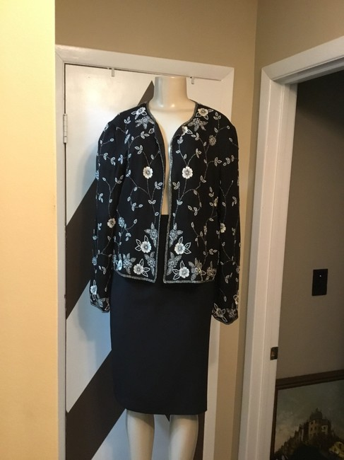 Adrianna Papell NWOT ADRIANNA PAPELL BOUTIQUE evening set. Mother of the bride, church, evening occasions, wedding? You can go wrong with this amazing 100% silk ornate top and gorgeous skirt ensemble. Please be advise that the top is large and the text is 18. Image 4