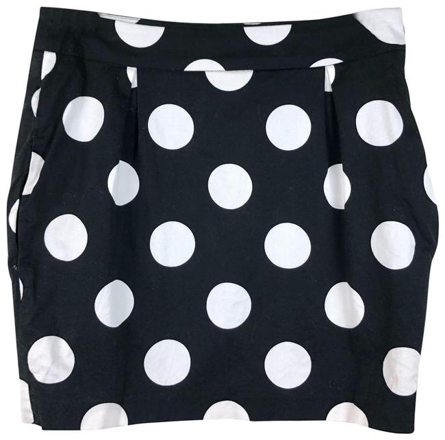Preload https://img-static.tradesy.com/item/25372574/moschino-black-polka-dot-white-skirt-size-6-s-28-0-1-650-650.jpg
