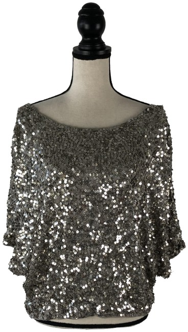 Preload https://img-static.tradesy.com/item/25374383/vince-silver-and-gold-batwing-sequin-blouse-size-4-s-0-1-650-650.jpg