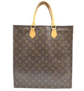 Louis Vuitton Lv Plat Tote in Monogram