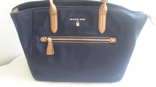 Michael Kors Leather Tote in Navy/Brown Image 5