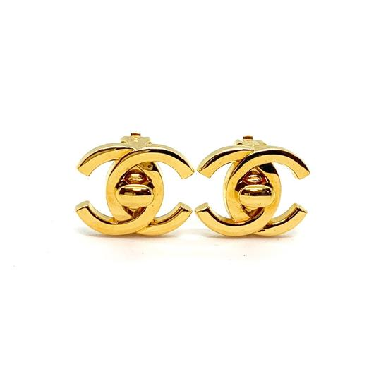 Preload https://img-static.tradesy.com/item/25375926/chanel-gold-classic-turnlock-interlocking-cc-clip-earrings-0-1-540-540.jpg