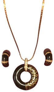 Camrose & Kross Pendant necklace and matching earrings
