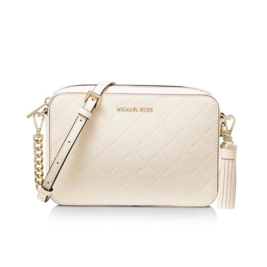 Preload https://img-static.tradesy.com/item/25377522/michael-michael-kors-medium-camera-light-cream-leather-cross-body-bag-0-0-540-540.jpg