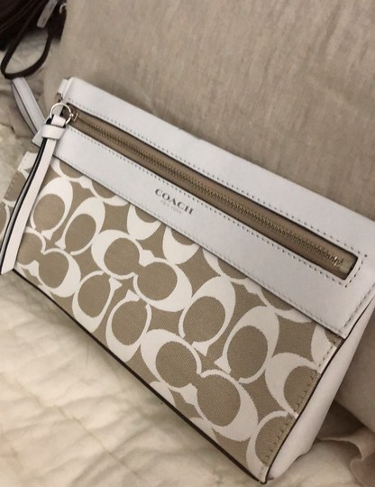 Coach Wristlet in white and tan Image 1