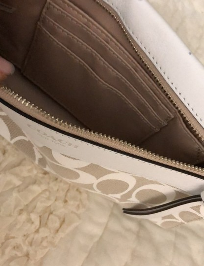 Coach Wristlet in white and tan Image 4