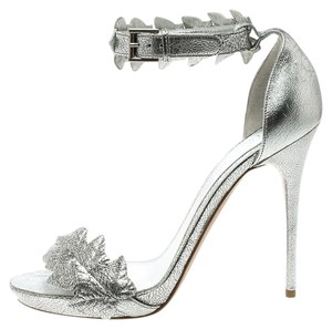 Alexander McQueen Metallic Textured Leather Embellished Silver Sandals