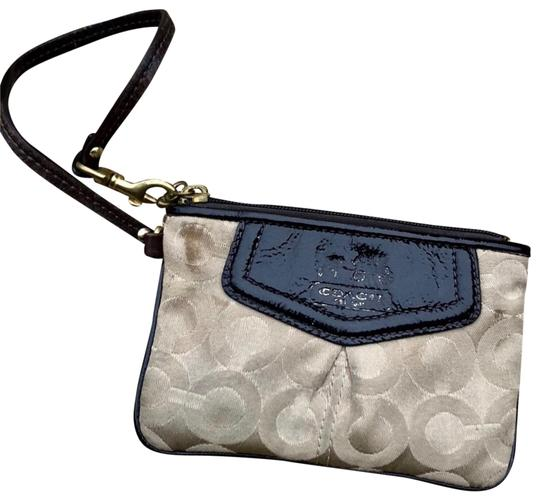 Preload https://img-static.tradesy.com/item/25377964/coach-small-wristlet-0-1-540-540.jpg