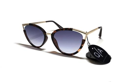 Preload https://img-static.tradesy.com/item/25378033/quay-tortoise-gold-hearsay-with-blue-lens-tags-attached-free-3-day-shipping-cat-eye-sunglasses-0-0-540-540.jpg
