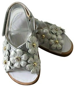 17f256309a3 UGG Australia Silver Allaire Shimmer Floral Faux Leather Baby 4/5 Sandals  Size US 4 Regular (M, B)