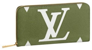 Louis Vuitton Limited Edition Monogram Giant Zippy Wallet White/Beige/Khaki