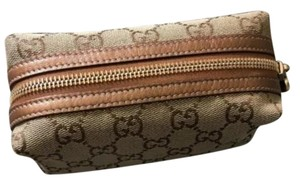 1fc5e07235f35a Gucci Cosmetic Bags - Up to 70% off at Tradesy