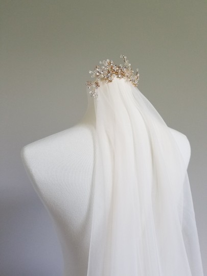 Preload https://img-static.tradesy.com/item/25387374/dark-ivory-long-chapel-with-gold-comb-bridal-veil-0-0-540-540.jpg