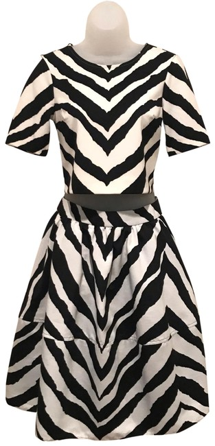 Item - Black & White Zebra Stripe Crop Top and Skirt Set Mid-length Night Out Dress Size 2 (XS)