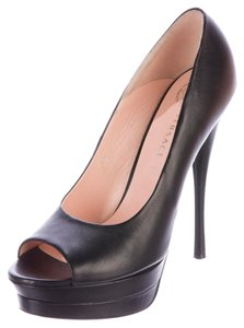 0c9bea1d02 Versace Pumps Up to 90% off at Tradesy