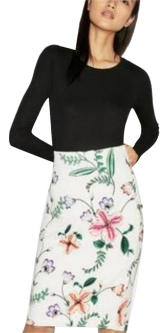 Item - White Nwot Floral Printed Pencil Skirt Size 12 (L, 32, 33)