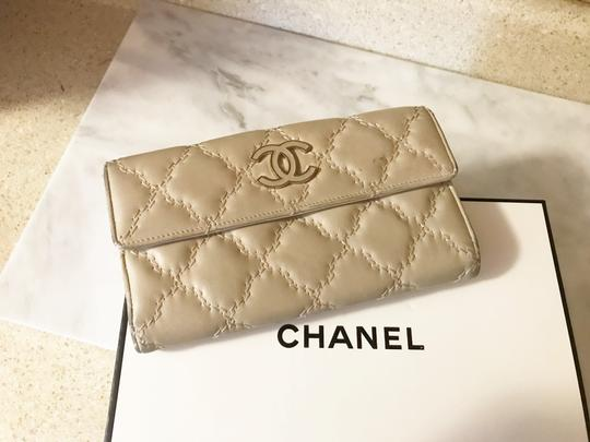 Chanel Long light beige diamond quilted Lambskin Continental CC flap wallet Image 2