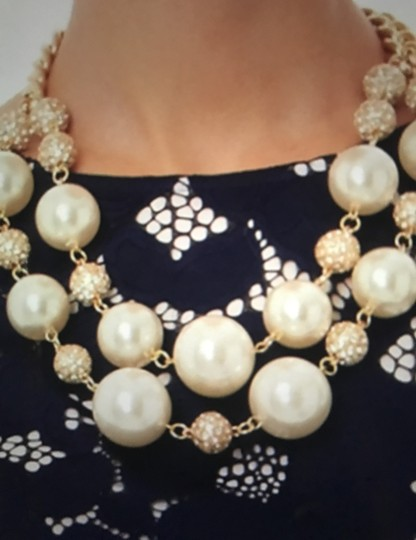 Lilly Pulitzer gold chain on the rocks Image 4