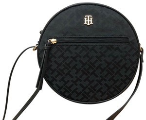 6bea95c87 Tommy Hilfiger Bags - 70% - 90% off at Tradesy